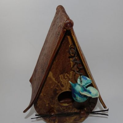 birdhouse-with-bird