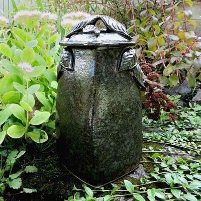leaf urn